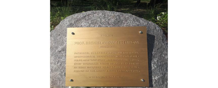 Odsłonięcie tablicy upamiętniającej prof. Bronisława Geremka